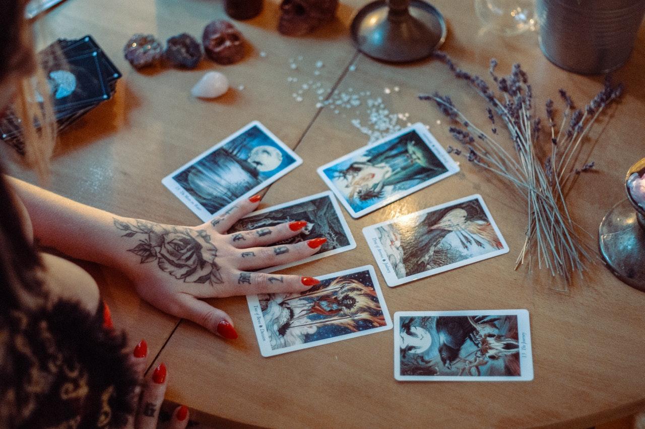La cartomanzia: tra occultismo e storia